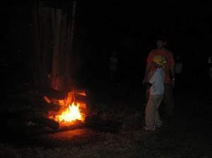 キャンプファイヤーの火