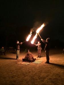 キャンプファイヤー 点火