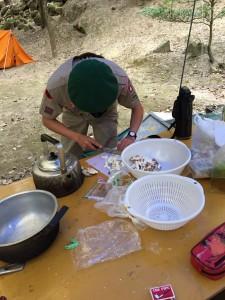 キャンプ 調理中