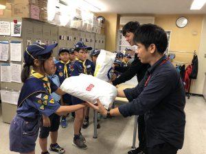 10/22ボーイスカウト×ユニクロ 難民支援衣料回収プロジェクト